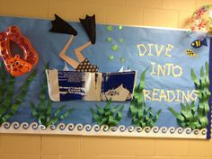 12 Amazing Library Display Ideas for Every Month – Saved you a Spot Summer Bulletin Boards, Reading Bulletin Boards, Preschool Bulletin Boards, Bulletin Board Display, Ocean Bulletin Board, Bullentin Boards, Preschool Themes, School Library Displays, Library Themes