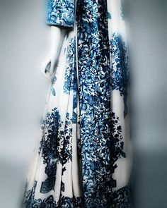 Valentino Garavani (Italian, born 1932). Evening gown, autumn/winter 1968–69 haute couture. White and blue-printed silk satin. Courtesy of Valentino S.p.A. | Photography © Platon #ChinaLookingGlass #AsianArt100