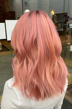 If you're currently growing out your hair, then you might try this coral and pink medium hair created by hairstylist Khloe N (@glamdoll1). Click the link to see our list of trendy shoulder length hairstyles and haircuts. #shoulderlengthhairstyles #mediumhaircut Pink Peach Hair, Pink And Orange Hair, Peach Hair Colors, Coral Hair, Light Pink Hair, Hair Color Pink, Hair Dye Colors, Cool Hair Color, Pink Hair Dye