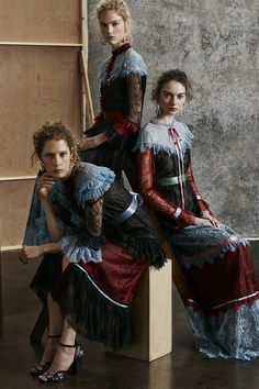 Erdem Londra - Pre-Fall - Shows - Vogue. Foto Fashion, Fashion 2017, Runway Fashion, High Fashion, Fashion Outfits, Fashion Weeks, Paris Fashion, Fall Collection, Fashion Show Collection