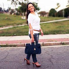 Confira e Inspire-se no estiloso Look casual com delicados acessórios da Charme !!! #lookbook http://blogcharmedalu.com.br/lookbook-bolsa-azul-marinho-com-tachinhas-e-delicados-acessorios/