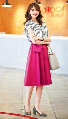 夏から秋まで長く使える!万能派手色フレアスカートの着回し術