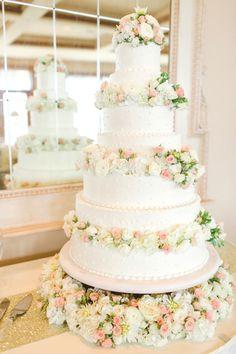 classic floral cake | The Nolans #wedding