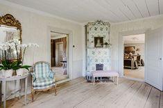 Finns det någon mer älskad tidsepok än den gustavianska? Kanske är det för att den tidens möbler passar så bra med moderna eller för att vi idag också dras till ljust och fräscht? På den här vackra…