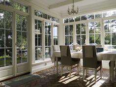 Vackra fönster och dörrar | www.allmoge.se New England Hus, Glass Porch, Interior And Exterior, Interior Design, Modern Traditional, Designers Guild, Glass House, Home Fashion, House Plans