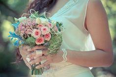 Gorgeous mixed flower wedding bouquet via | The Handmade Wedding