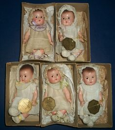 Wonderful Set of Madame Alexander Dionne Quintuplets, Boxed, Original Looks like my green organdy dress! No bib! Tiny Dolls, Old Dolls, Dollhouse Dolls, Miniature Dolls, Vintage Madame Alexander Dolls, Vintage Paper Dolls, Child Doll, Antique Toys, Reborn Babies