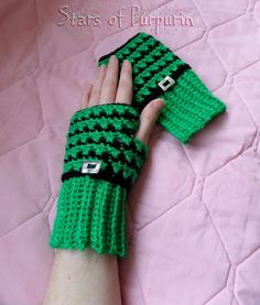 Patrick ��� Mittens inspired by St. Patrick's Day, in Green and Black. They are covering the wrist and are adorned with black cord and a central silver buckle. Fingerless Gloves, Arm Warmers, Winter, Etsy Seller, Sewing, Friends, Green, Mittens, Gloves