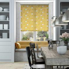 store enrouleur jaune et gris, habillage fenetre cuisine