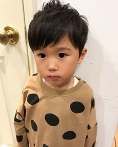 男の子のかっこいい髪型46選☆おしゃれな切り方やアレンジ方法をご紹介! | folk (2ページ) Baby Boy Haircuts, Boy Hairstyles, Toddler Boys, Baby Kids, Boys Haircut Styles, August Baby, Short Pixie, Kids Fashion, Hair Cuts