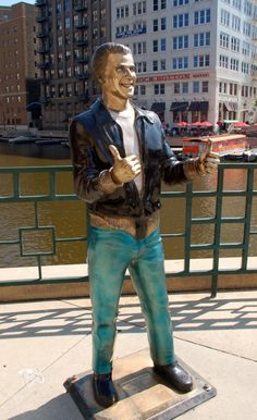 The Fonz - along the river in Milwaukee. Not quite Mary Tyler Moore in MN, but fun nonetheless. I was just in Milwaukee! Milwaukee City, Milwaukee Wisconsin, Milwaukee Attractions, Wisconsin Vacation, The Fonz, River Walk, My Town, Outdoor Art, The Places Youll Go