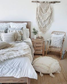 57 Bohemian Bedrooms That'll Make You Want to Redecorate ASAP It's time to turn your boring home into one that you're super comfortable in—and bohemian bedroom decor can do just that. Bohemian Room, Bohemian Bedroom Decor, Cozy Bedroom, Home Decor Bedroom, Master Bedroom, White Bohemian, Master Suite, Bedroom Small, Bedroom Kids