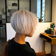 Short-Bob-Hairstyle-with-Fringe Best Bob Haircut Pictures in 2019 Kurz-Bob-Frisur- Best Bob Haircuts, Short Pixie Haircuts, Short Hair Cuts, Short Hair Styles, Pixie Bob Haircut, Trendy Haircuts, Bobbed Hairstyles With Fringe, Stacked Bob Hairstyles, Layered Haircuts