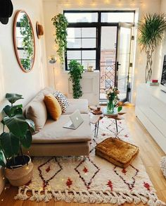 33 of the best modern boho living room ideas across the internet to give you inspiration in your next decorating project. home decor cozy living rooms small spaces Modern Boho Living Room Ideas - Nikola Kosterman Boho Living Room, Cozy Living, Interior Design Living Room, Home And Living, Living Room Designs, Bohemian Living, Bohemian Studio, Diy Interior, Modern Bohemian
