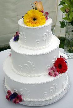 Bolo de casamento com estilo mais clássico, e girassol ao topo