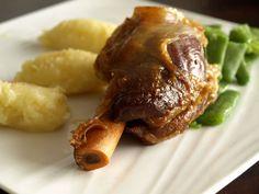 Souris d'agneau à l'anis, asperges et frites de polenta
