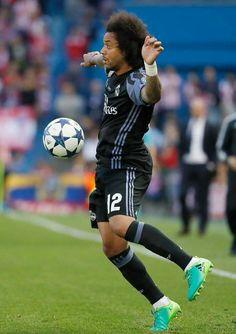 Real Madrid Football Club, Football Art, Football Wallpaper, Defenders, Dream Team, Soccer, Running, Game, Legends