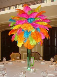 Centro de Mesa con plumas color neon