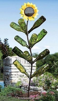 sunflower bottle tree - LOVE this! It combines yard art sunflowers with a bottle tree. Wine Bottle Trees, Old Wine Bottles, Wine Bottle Art, Wine Bottle Crafts, Wine Tree, Empty Bottles, Wine Corks, Recycled Bottles, Glass Bottle