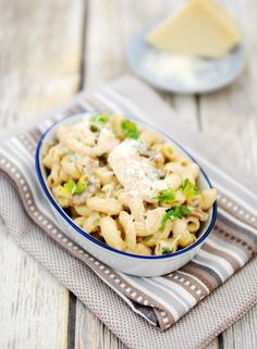 Learn how to make a lighter version of Chicken Alfredo Pasta from scratch. Pasta with Chicken and mushroom in a light yet creamy alfredo sauce.