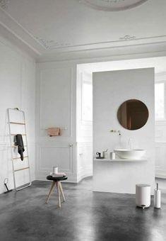 Salle de bain avec sol en béton