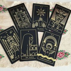 What Are Tarot Cards? Made up of no less than seventy-eight cards, each deck of Tarot cards are all the same. Tarot cards come in all sizes with all types of artwork on both the front and back, some even make their own Tarot cards Golden Thread Tarot, Tarot Card Spreads, Tarot Card Decks, Diy Tarot Cards, Tarot Card Meanings, Witch Aesthetic, Tarot Readers, Oracle Cards, Deck Of Cards