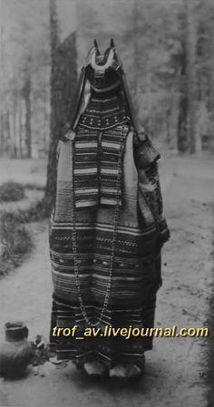 oI< Женщина в праздничном костюме Скопинского уезда Рязанской губернии, 1900е г