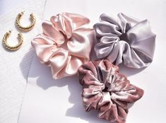 Perfekte Seide Scrunchie Rose rosa Scrunchy blonde seidig | Etsy Chocolate Pearls, Cocoa Chocolate, Satin Fabric, Silk Satin, Rosa Rose, Shiny Hair, Mulberry Silk, Dusty Pink, Silk Ties