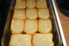 Σιροπιαστό γλυκό με φρυγανιές και κρέμα - Χρυσές Συνταγές Cookbook Recipes, Cooking Recipes, Hot Dog Buns, French Toast, Food And Drink, Pie, Bread, Breakfast, Desserts