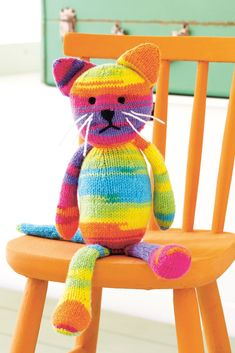 Who wouldn't love a rainbow-bright kitty? Purrrfect with whiskers and stripes, it's an animal knitting pattern you'll love for years to come. Unicorn Knitting Pattern, Knitting Bear, Animal Knitting Patterns, Cat Pattern, Crochet Toys Patterns, Stuffed Animal Patterns, Loom Knitting, Crochet Pattern, Kids Knitting