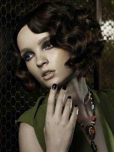 25 Short Wavy Hairstyles for Women