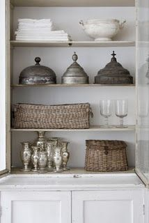white silver wicker display (Nina Hartmann)