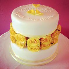 Golden wedding anniversary cake with fresh flowers.
