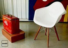 Venha conhecer as incríveis cadeiras de Charles e Ray Eames! http://www.moobil.com.br/