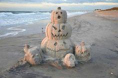Halloween fun in the sand Holidays Halloween, Halloween Crafts, Happy Halloween, Halloween Decorations, Halloween Countdown, Halloween Ideas, Halloween Parties, Halloween Pictures, Halloween 2019