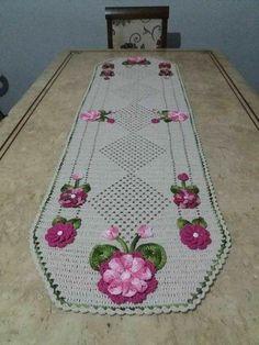 Crochet Decoration, Christmas Crochet Patterns, Crochet Tablecloth, Crochet Home, Filet Crochet, Table Runners, Diy Crafts, Rugs, Maria Elisa