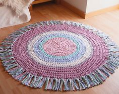 Round degrades rug in shades of red and Burgundy of by SusiMiu