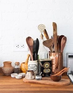 We Wood, Wood You? Tips for Accessorizing White Kitchens with Wood Accents - The Interior Collective : We Wood, Wood You? Tips for Accessorizing White Kitchens with Wood Accents on the Interior Collective Open Kitchen, Kitchen Dining, Kitchen Decor, Kitchen Styling, Kitchen Vignettes, Funny Kitchen, Decorating Kitchen, Cheap Kitchen, Kitchen Interior