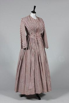 Lot A printed cotton day dress, circa with small red paisley motif repeats, fan-pleating from waist to shoulders - Kerry Taylor Auctions 1850s Fashion, Victorian Fashion, Vintage Fashion, Antique Clothing, Historical Clothing, Day Dresses, Dresses For Work, Vintage Outfits, Civil War Dress