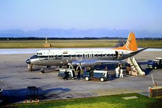 South African Airways ZS-CDY 'Gemsbok' Vickers Viscount first entered service in January South African Air Force, Nostalgic Pictures, British Aerospace, Old Planes, Aviation Industry, Viscount, Vintage Airplanes, Concorde, Cape Town