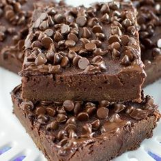 These Fudge Brownies made with Greek Yogurt and have no butter, yet they are rich, indulgent, and so chocolatey! Try this healthier brownie to satisfy that chocolate craving! I am kind of a brownie s Healthy Dessert Recipes, Healthy Baking, Healthy Desserts, Just Desserts, Baking Recipes, Delicious Desserts, Yummy Food, Healthy Yogurt, Siggis Yogurt