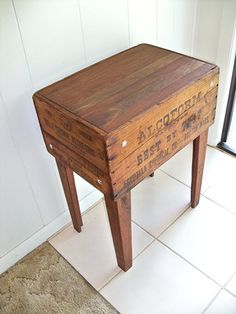 à faire avec mes boites de vin ; awesome little kitchen table
