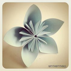 Origami flower - I know how to make this @Kis Nakai. I saw the youtube video