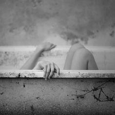 Afbeeldingsresultaat voor bathtub photography black and white