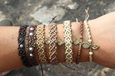 Questi braccialetti sono regolabili, adatto a un uomo e una donna.