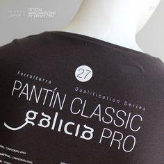 T-Shirt PANTÍN beach. Camiseta oficial PANTIN CLASSIC PRO, evento 27 en color gris oscuro. Classic, T Shirt, Charcoal Color, Grey Colors, T Shirts, Puppet, Derby, Supreme T Shirt, Tee Shirt