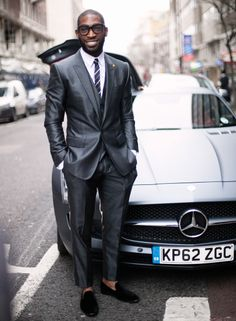 Tinie Tempah (II)  La camisa, la corbata y los zapatos también los firman Dolce & Gabbana.