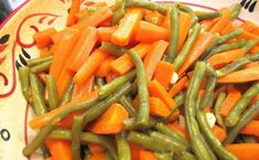 Green Beans and Carrot Salad- Italian Style is easy, fresh and healthy! A simple side dish that is easily made with steamed fresh green beans and tender car Italian Green Beans, Carrot Salad, Romanian Food, Side Dishes Easy, Vegan Dishes, Fresh Garlic, Vegan Vegetarian, Carrots, Appetizers