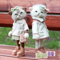 Marta and Berta by Ira IF (Ира IF, Russian artist) Needle Felted Cat, Needle Felted Animals, Felt Animals, Cute Animals, Felt Cat, Cat Doll, Cat Crafts, Felt Toys, Wet Felting