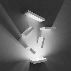 A game of light and shadows, Set is a modular wall art sconce designed to decorate the wall with customized compositions of illuminated rectangular piece